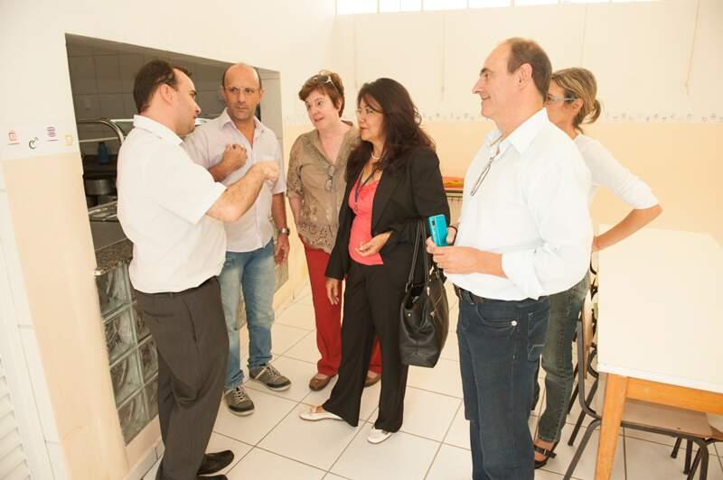 Vilma conhece as instalações da Fundação Anne Sullivan