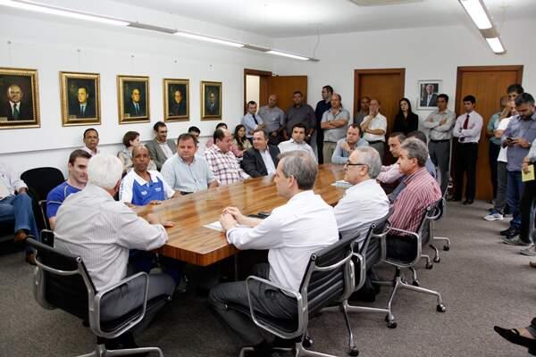 Encontro foi acompanhado por vereadores e assessores do governo