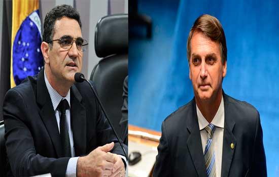 À esquerda Miguel Nagib, e à direita Jair Bolsonaro