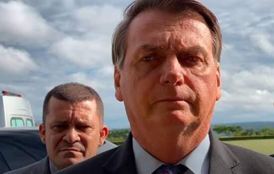 """Bolsonaro acusou Barroso  de promover uma """"jogadinha casada"""" com a oposição ao seu governo"""