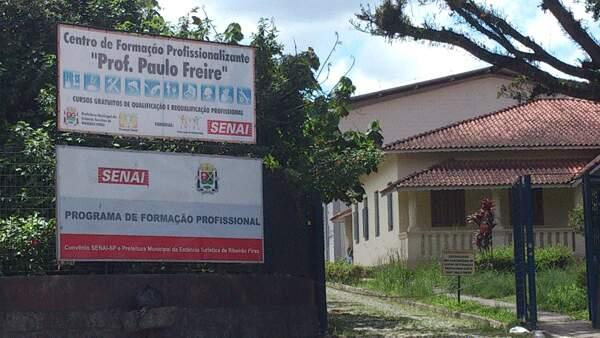 Cursos acontecem no Centro de Formação Paulo Freire