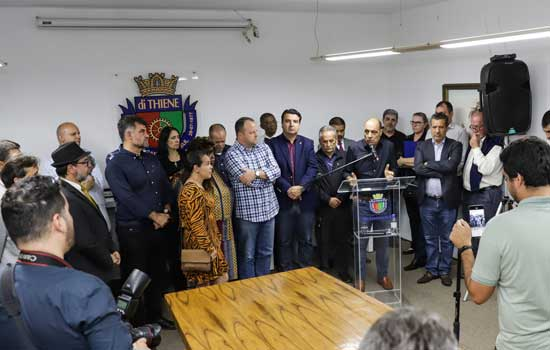 Auricchio se reúne com taxistas e apresenta Lei que autoriza exploração de publicidade nos táxis de São Caetano