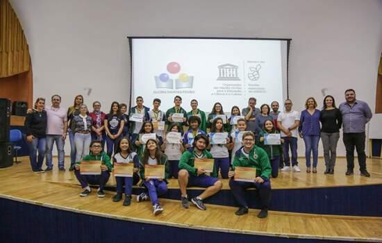 Entrega das medalhas dos concursos de matemática na escola Alcina Dantas Feijão