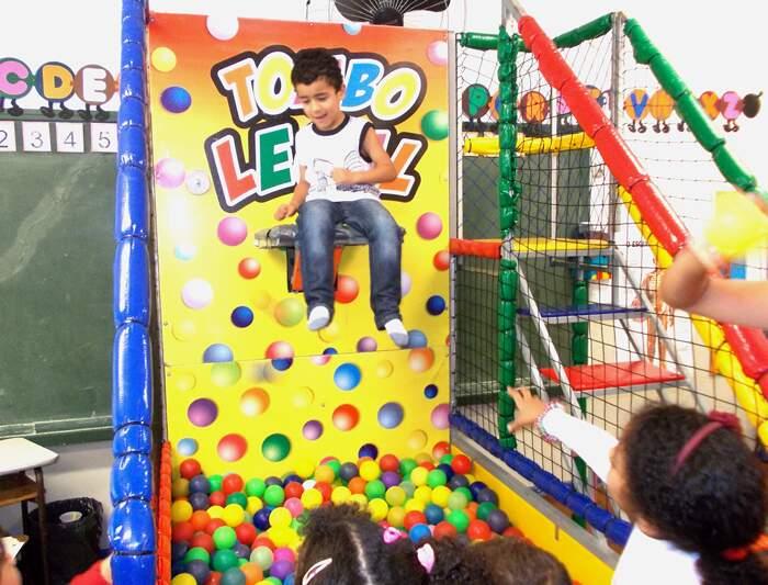 Crianças se divertiram com o brinquedo Tombo Legal