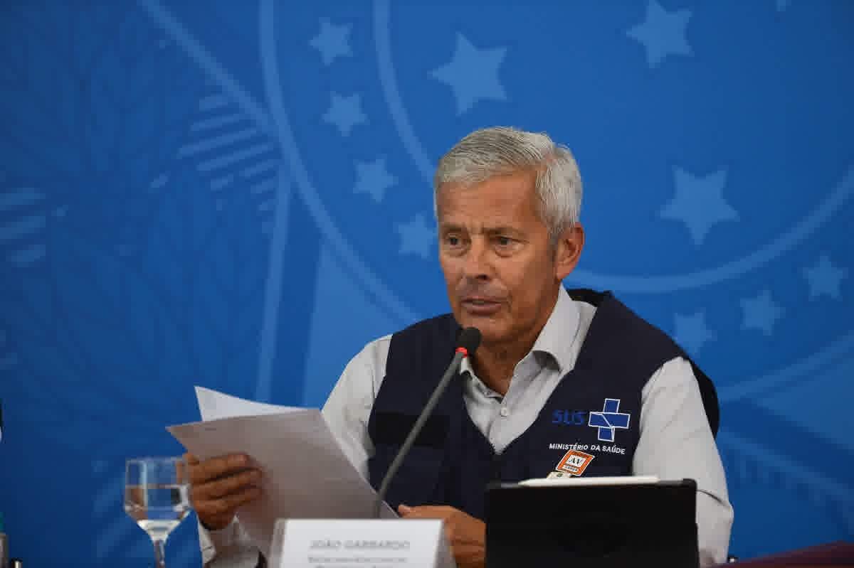 O secretário-executivo do Ministério da Saúde, João Gabbardo dos Reis, durante a coletiva de imprensa sobre à infecção pelo novo coronavírus