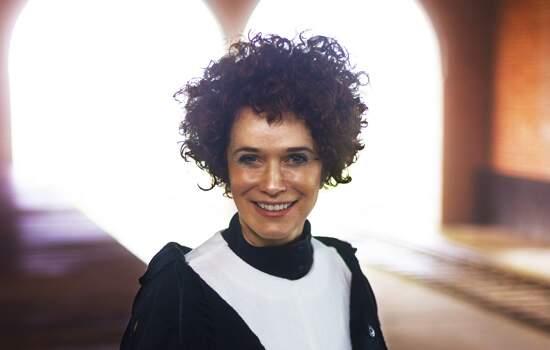 Cantora e compositora, Glaucia Nasser