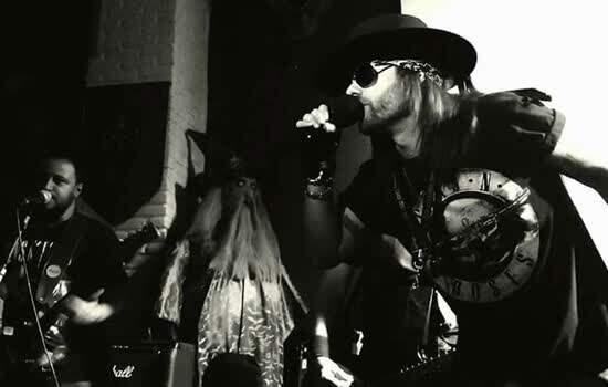 Show cover da aclamada banda Guns 'N Roses interpretada pelo grupo Coma GN'R Tribute