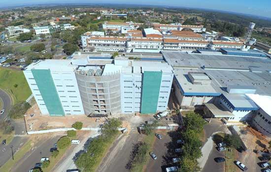 Hospital realiza tratamento inédito no SUS para câncer no fígado em Botucatu