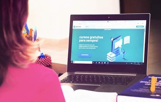 Startup oferece curso online gratuito para o Enem 2020 com mais de 600 aulas