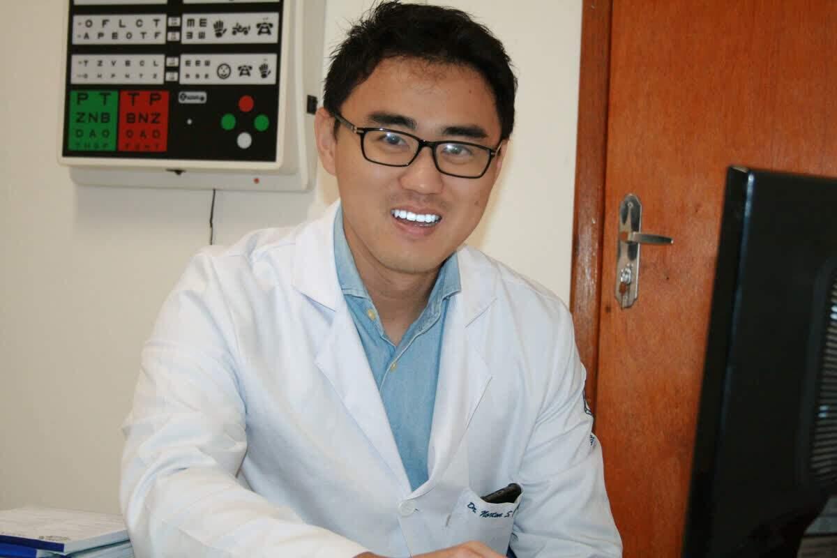 Oftalmologista Norton Sakassegawa Yanagimori  do hospital Santa Casa de Mauá