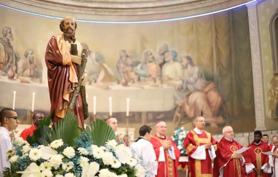 De 21 de novembro até 1 de dezembro novenas, atrações e barracas com comidinhas comemoram o dia do Santo - Continue lendo