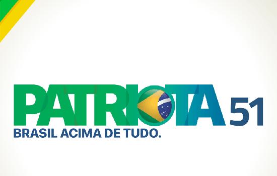 Em 2017, ainda pré-candidato à Presidência, Bolsonaro desistiu de se filiar ao Partido Ecológico Nacional (PEN), que viraria Patriota, após não chegar a um acerto para o comando da legenda durante as eleições