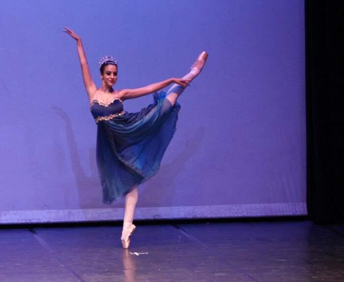 Na foto, a bailarina Rachel Nicolau dança O Corsário