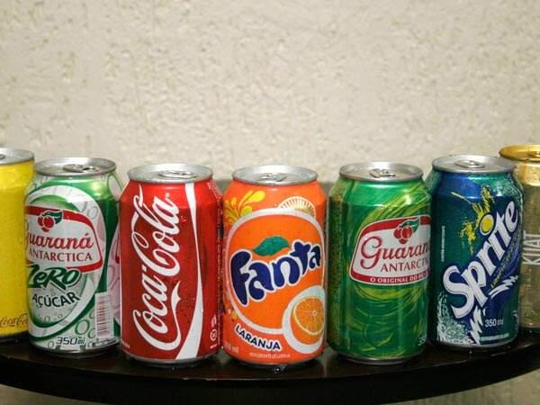 De uma lista com os 20 alimentos mais consumidos pelos adolescentes brasileiros, o refrigerante aparece em sexto lugar