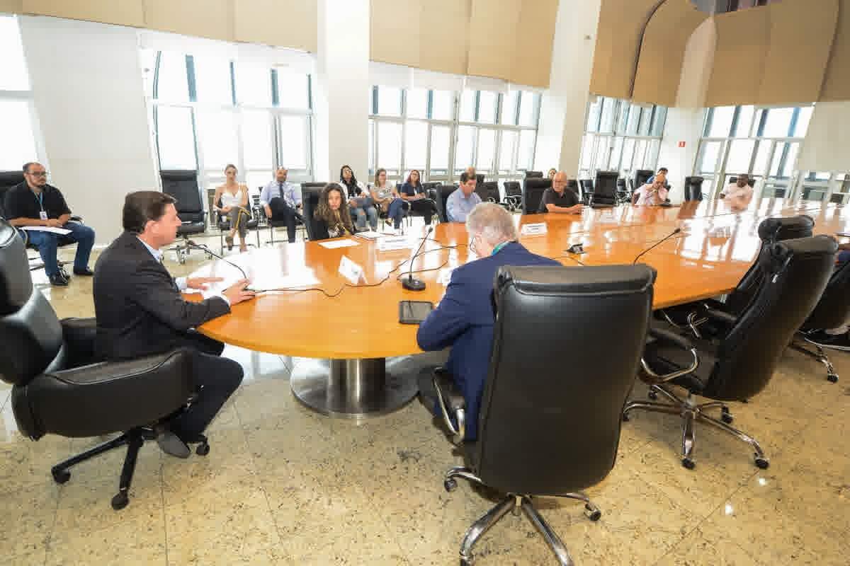 Morando promoveu nesta sexta-feira (20/03) reuniões com diretores e representantes de laboratórios, Lar para Idosos e entidades assistenciais para resolver o deslocamento dos funcionários
