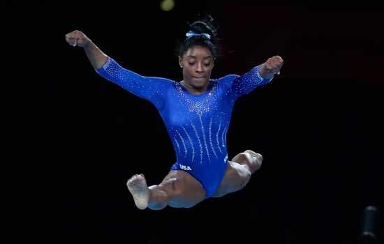Simone Biles faz história no Mundial; Flávia Saraiva fica em 4º no solo