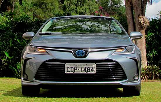 "Testamos e Avaliamos – ""Toyota Corolla Altis Hybrid - Fetiche tecnológico"