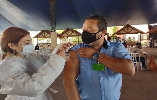 Gilberto Rodrigues de Paula, motorista da Rigras/Suzantur é imunizado
