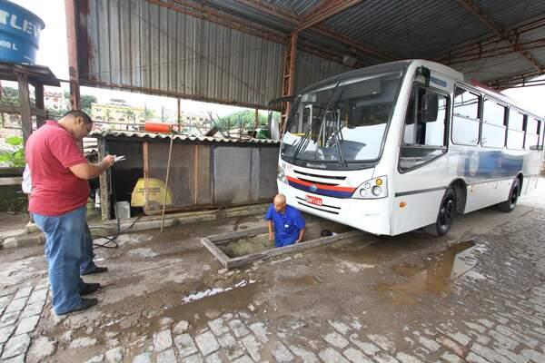 A inspeção é realizada por fiscais, mecânicos e eletricistas da Prefeitura