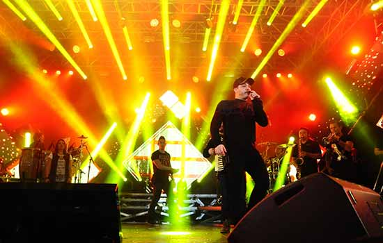Wesley Safadão conquista a plateia com show cheio de energia na Festa Junina de Mauá