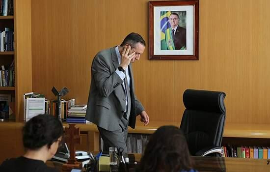 Após polêmica em vídeos com referências ao nazismo, presidente determina a saída de Alvim