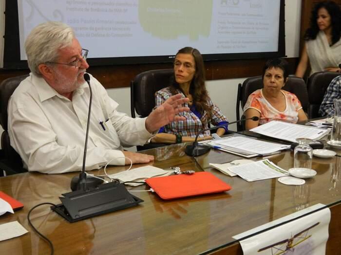 Vereador Nataline fala durante o seminário