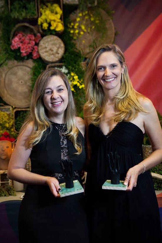 Alessandra Ceceli e Elizabeth Braido na noite de premiações