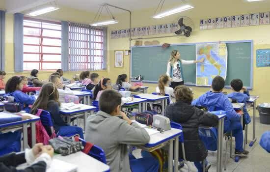 Iniciativa beneficia quase 2,2 mil alunos do Ensino Fundamental do programa Educar Mais