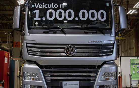 Caminhão Volkswagen Meteor 29.520 6x4 que foi o veículo número um milhão produzido no Brasil pela Volkswagen Caminhões e Ônibus