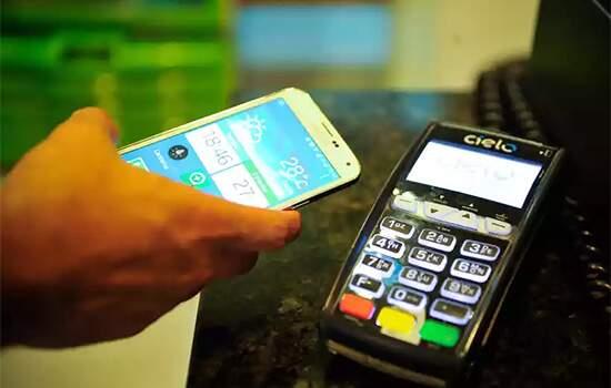 """""""Abrimos a possibilidade de pagamentos em supermercados, lanchonetes, redes de farmácias, em qualquer lugar via o celular"""", disse o presidente da Caixa"""