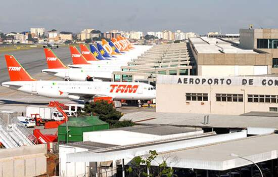 A lei sancionada por Bolsonaro estabelece crédio para empresas aéreas