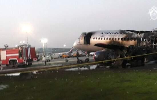 Incêndio em avião deixa pelo menos 41 pessoas mortas