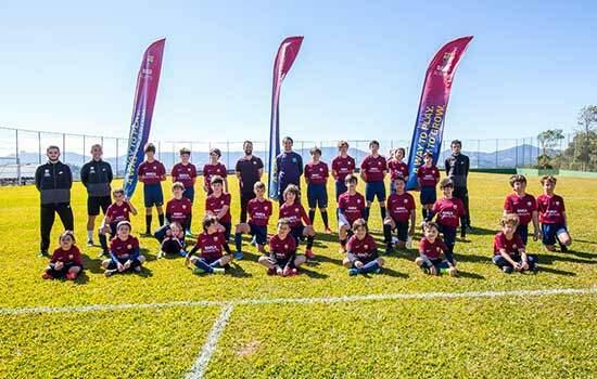 Barcelona promove semana de treinamento para crianças e jovens no Estádio Mané Garrincha