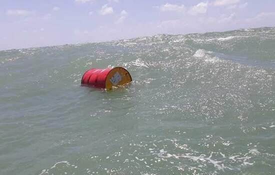 Barril fechado e com líquido dentro foi encontrado pela Marinha no litoral do Rio Grande do Norte