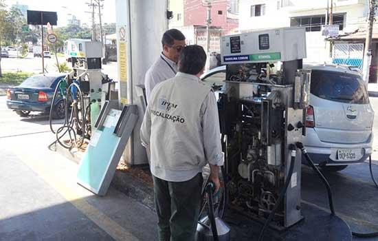 Blitz realizada pelo IPEM-SP atua posto de gasolina