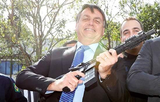 Bolsonaro pretende propor projeto para estender o prazo de recadastramento de armas não regularizadas no Brasil