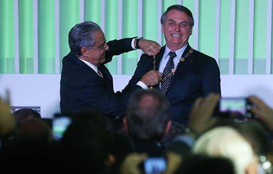 Bolsonaro foi homenageado em cerimônia da Confederação Nacional da Indústria (CNI)