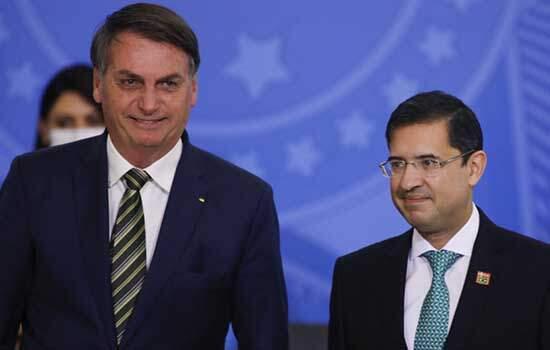 Bolsonaro e o AGU, José Levi pedem Ao STF que depoimento en inquérito seja por escrito