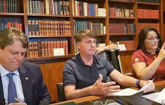 Após covid-19, Bolsonaro diz estar com mofo no pulmão