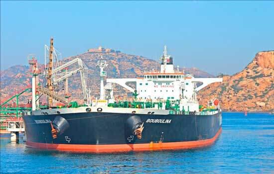 Multa por vazamento de óleo é de R$ 50 mi; cabe indenização a pescadores