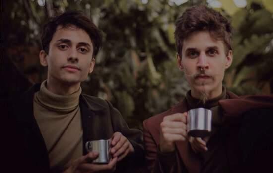 Live do espetáculo CAFÉ conecta jovens do Brasil inteiro para trocar experiências de amor