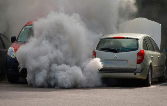 A multa para quem for flagrado com o veículo em condições irregulares é de R$1.591,80, que pode dobrar em caso de reincidência no período de um ano