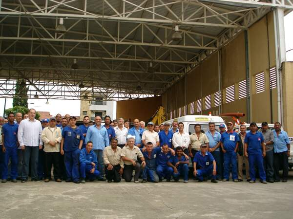 Parte das equipes técnicas do Centro de Operação e Manutenção da autarquia