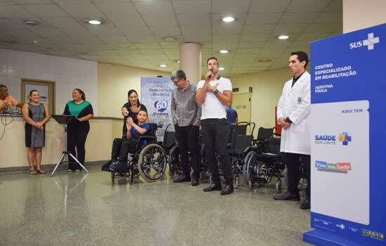 CER Diadema recebe 21 cadeiras de rodas