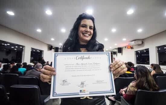 Prefeitura certifica servidores municipais em curso de LIBRAS