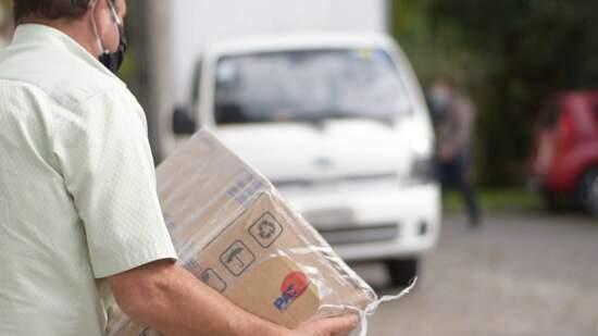 Fundo Social de Ribeirão Pires entrega cestas básicas a taxistas