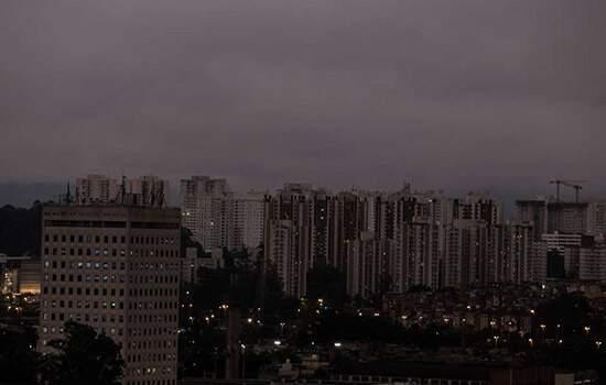 Fumaças das queimadas do Pantanal chegam a São Paulo e pode habver precipitação de 'chuva negra'