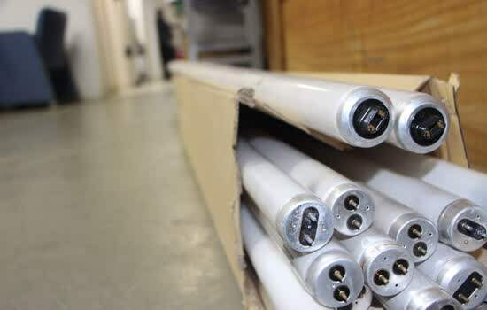 Na logística reversa, a indústria e o comércio ficam responsáveis por garantir o descarte adequado desse material