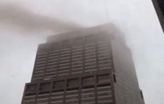 Os bombeiros pediram para que a área do edifício seja evitada