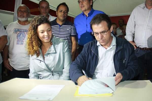 Marinho assina decreto